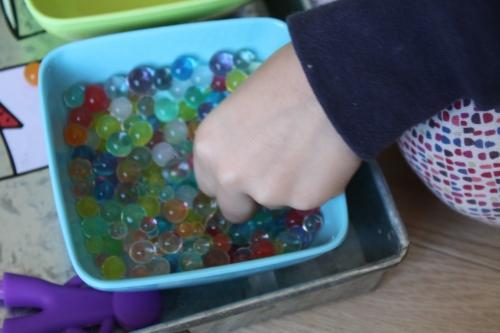 perles d'eau,transvaser,activité enfant