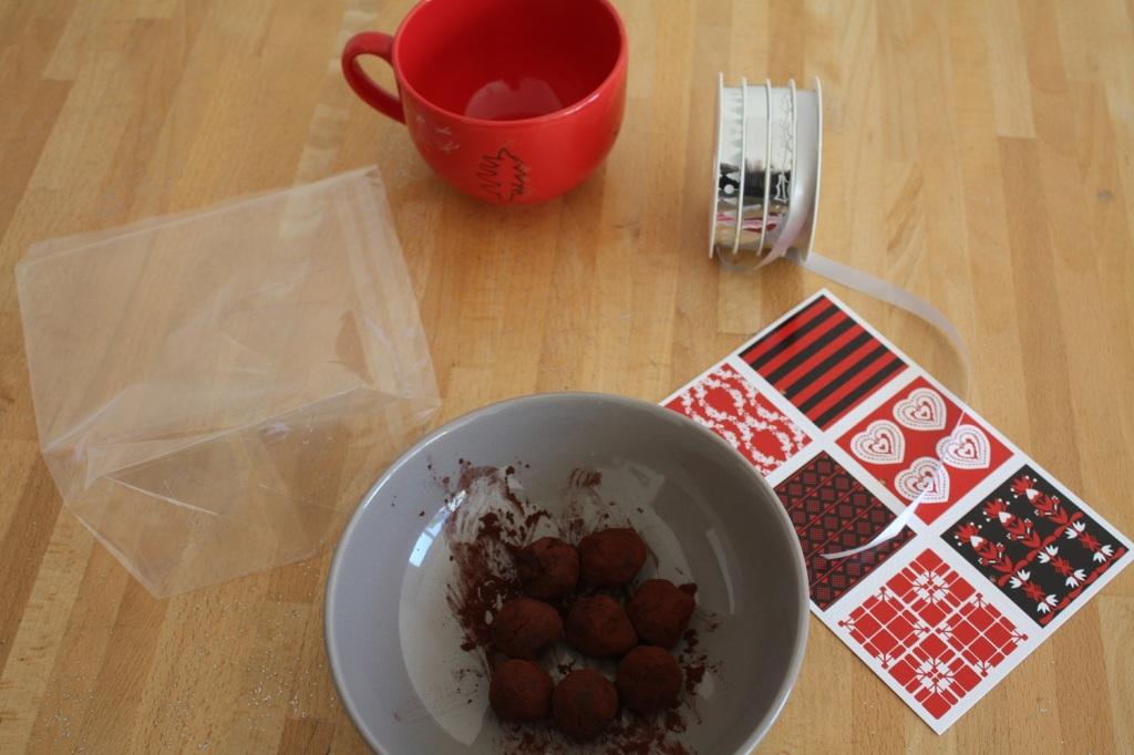 cadeau,noël,maîtresse,truffe,chocolat,tasse,fait maison