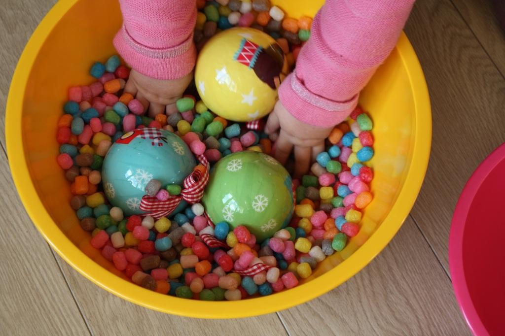 Transvaser activité éveil bébé Montessori (3).JPG